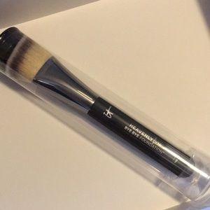 NEW IT Cosmetics Bye Bye Foundation Brush #22